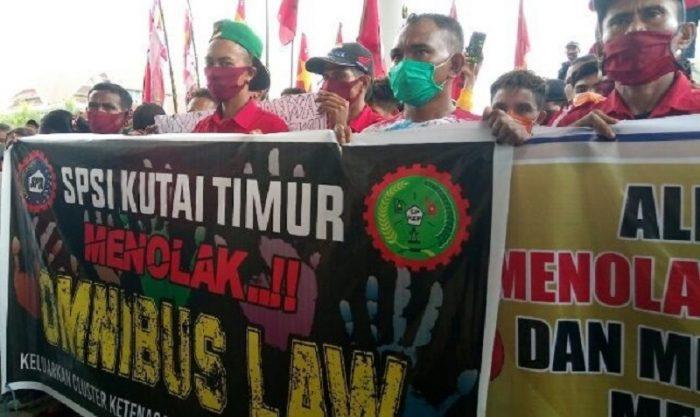 Photo of Dua Fraksi Tolak RUU Omnibus Law, SBSI Kutim Berikan Apresiasi