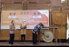 Photo of Bupati Kutim Pukul Gong, Rakornis Bidang Pariwisata Se-Kaltim Resmi Dibuka