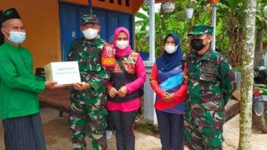 Photo of Kodim 0909/KTM Berbagi di Jumat Berkah, Bagikan Sembako di Darul Sholah