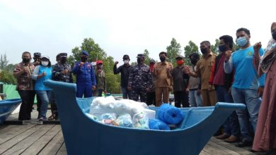 Photo of DKP Kutim Salurkan Bantuan Hibah Kapal, Perahu dan Alat Tangkap